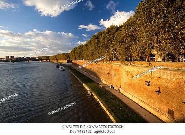 France, Midi-Pyrenees Region, Haute-Garonne Department, Toulouse, Quai de la Daurade, late afternoon