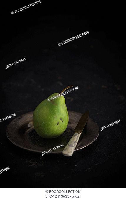 Bürgermeisterbirne (Mayor's pear) on a plate with a knife