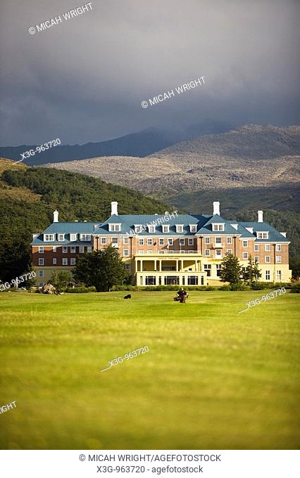 One of the most scenic settings for a classy hotel can be found at the Bayview Chateau Tongariro, located in the Tongariro National Park