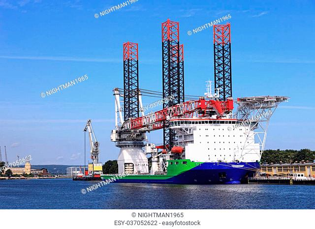 Ship for installing offshore wind turbines