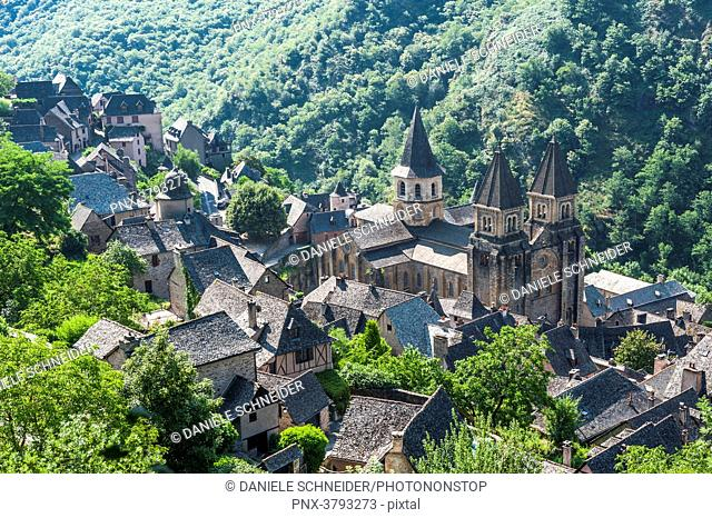 France, Aveyron, Conques, high-angle shot of the Sainte Foy basilica (labelled Most Beautiful Village in France)