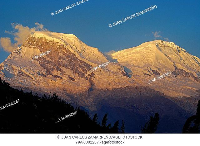 Nevado Huandoy, 6395 m altitude, from road to Quebrada Llanganuco, Cordillera Blanca, Yungay, Callejon de Huaylas, Huascaran National Park, Ancash region