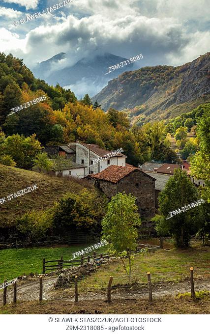 Autumn afternoon in the village of Soto de Sajambre, León, Spain