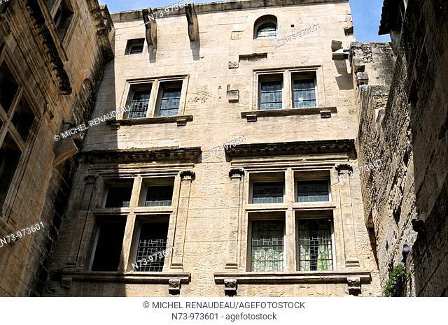 France, Bouches du Rhône, les Baux de Provence, fenetre Renaissance, Hotel de Mainville, Le plus bel Hôtel Renaissance de la ville fut édifié en 1571 par une...