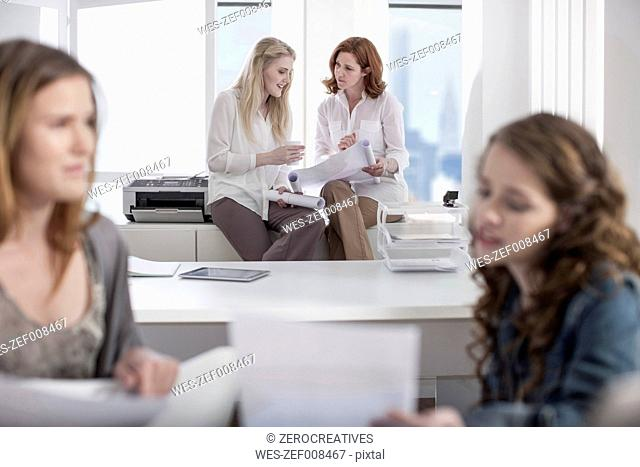 Women in office working together