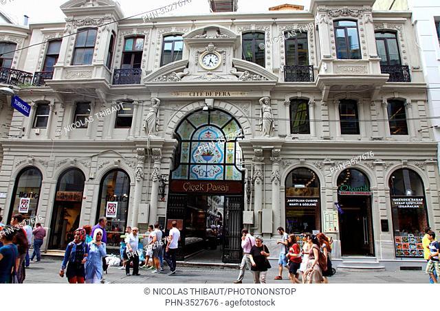 Turkey, Istanbul, Beyoglu district, Istiklal street, flowers passage (Cicek pasaji) and cite de Pera