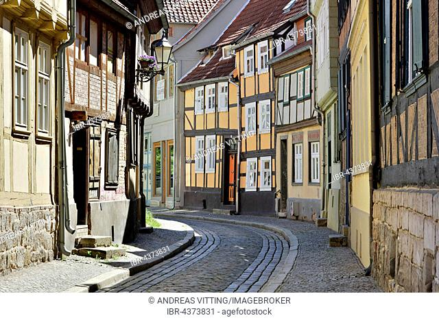 Narrow alley with timbered houses in historic centre, UNESCO World Heritage, Quedlinburg, Saxony-Anhalt, Germany
