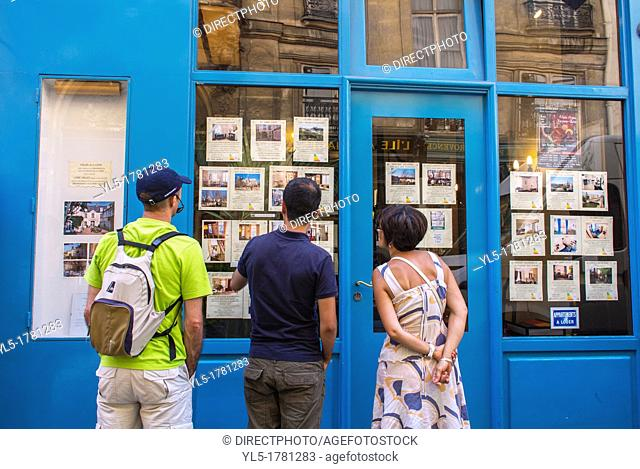 Paris, France, Couples Looking in Estate Agent Shop WIndow at Apartment Sales Ads on the, Ile Saint Louis