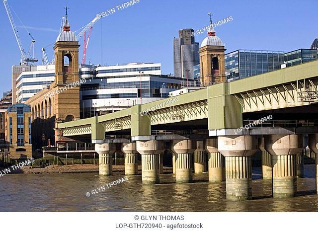 England, London, Cannon Street, Cannon Street railway bridge and station over the River Thames