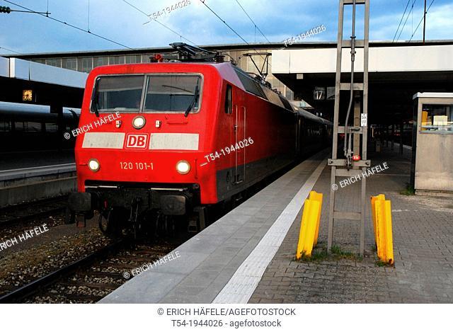 Locomotive class 120 in Munich Hauptbahnhof