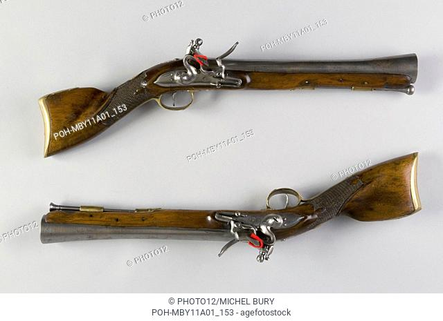Pair of flintlock rifle from an ottoman mounted soldier Length: 52 cm Balkans Circa 1820-1830 Private collection Trimmings in cut brass Silver rings Ivory butts