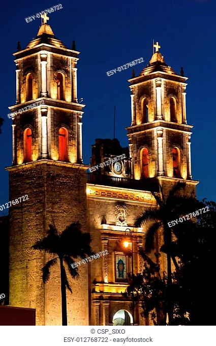 Church at night on Plaza Mayor in Valladolid Mexico