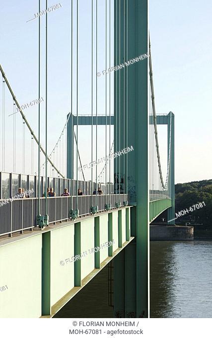 Rheinbrücke Köln-Rodenkirchen, Blick von der rechten Rheinseite