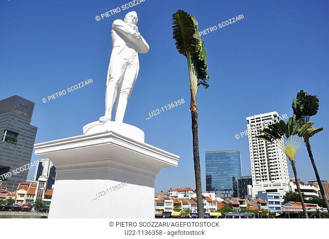 Singapore: Sir Stamford Raffles' Statue, sculpted by Thomas Woolner, by the Singapore River's bank