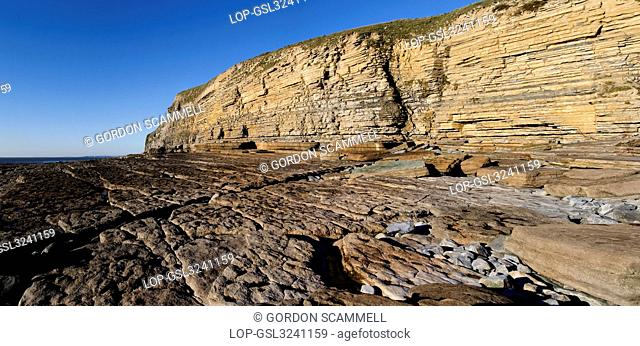 Wales, The Vale of Glamorgan, Southerndown. A panoramic view of the sandstone cliffs of Dunraven Bay