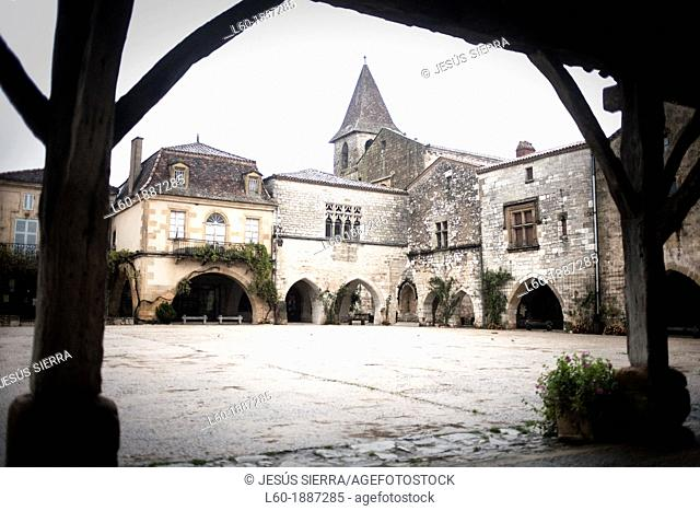 Monpazier, labelled Les Plus Beaux Villages de France The Most Beautiful Villages of France, Place des Cornieres in the Bastide Medieval fortified village