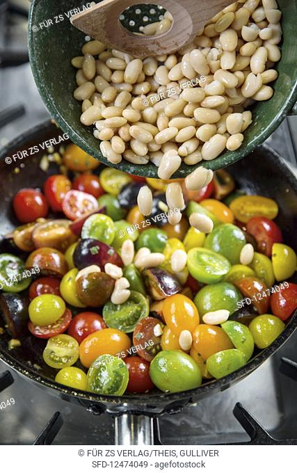 Colourful tomato medley with white beans