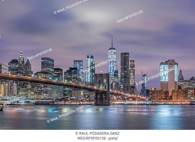 USA, New York City, Manhattan, Brooklyn, cityscape with Brooklyn Bridge at night