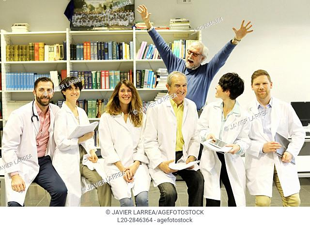 Medical group with grateful patient, Hospital, Donostia, San Sebastian, Gipuzkoa, Basque Country, Spain