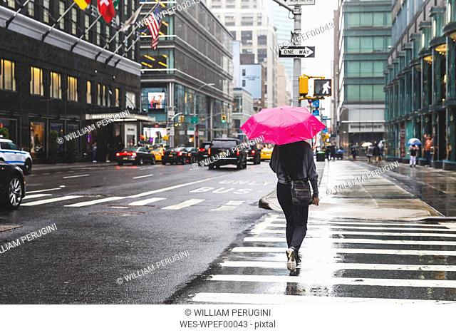 USA, New York, woman in the city on a rainy day