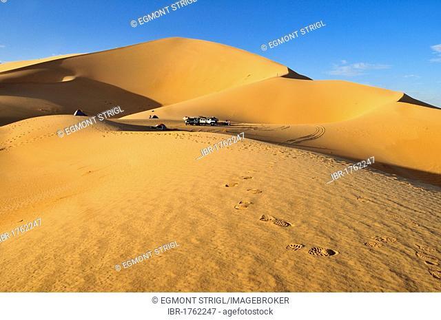 Tourist camp in the sand dunes of Erg Admer, Wilaya Illizi, Algeria, Sahara, North Africa, Africa