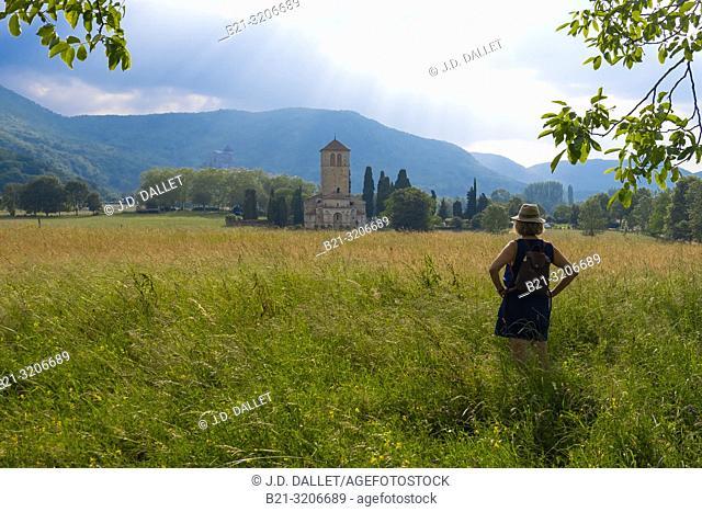 France, Occitanie, Haute Garonne, view to the roman basilic of Saint Just de Valcabrére and back Saint Bertnand de Comminge