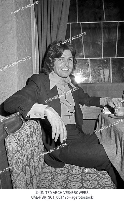 Der deutsche Schlagersänger Chris Roberts, Deutschland 1970er Jahre. German schlager singer Chris Roberts, Germany 1970s. 24x36Neg674