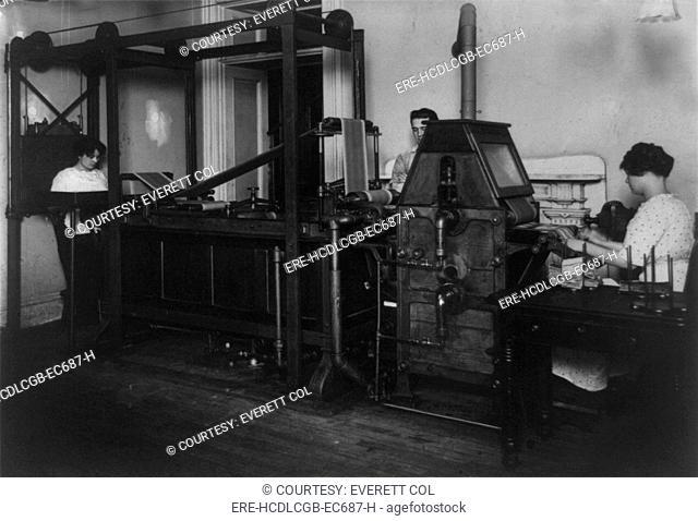 Money washing machine at the Treasury Department, photograph 1912