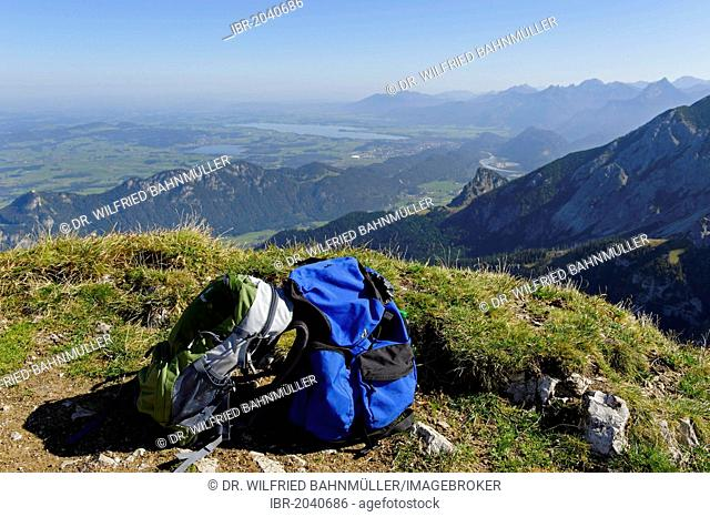 Backpacks, view from Mt. Aggenstein across the Vilstal valley on Falkenstein, Lake Hopfensee and Lake Forggensee, Bavarian Swabia, Bavaria, Germany, Europe