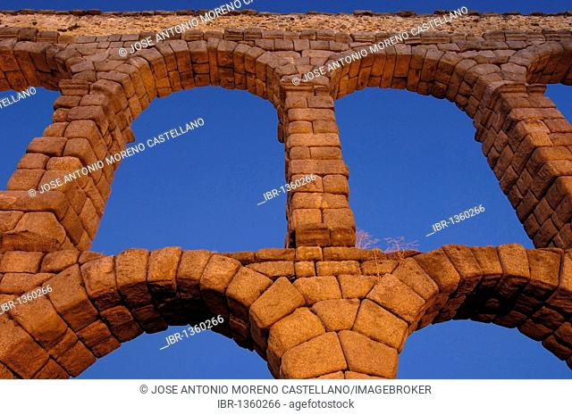 Roman aqueduct at night, Segovia, Castilla-León, Spain, Europe