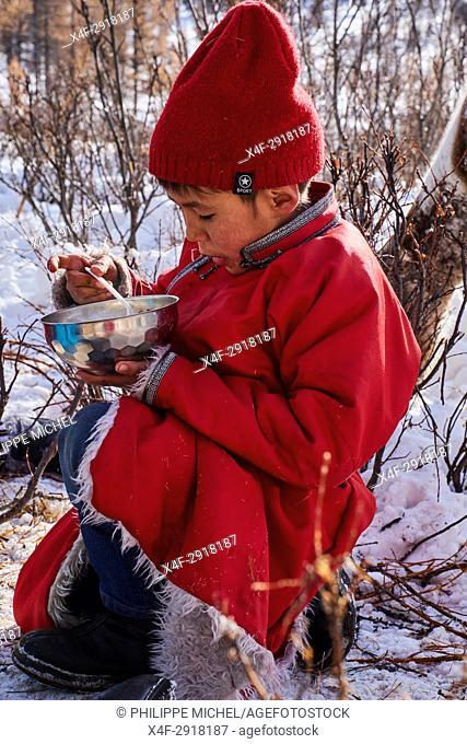 Mongolia, Khovsgol province, the Tsaatan, reindeer herder, the winter camp