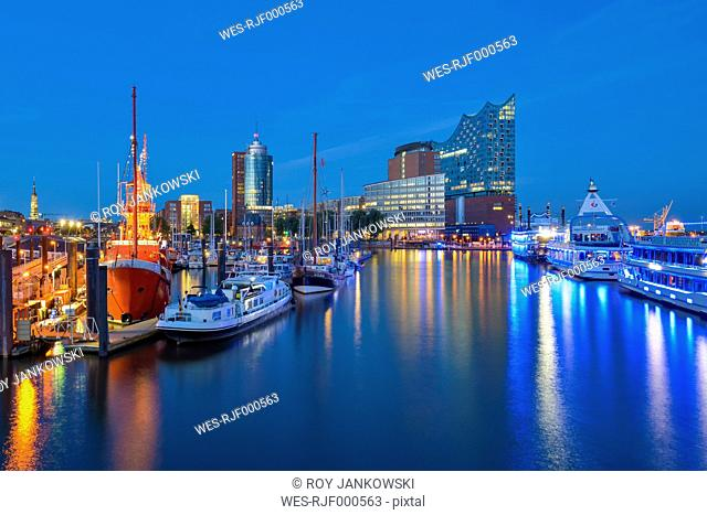 Germany, Hamburg, Hanseatic Trade Center, Elbphilharmonie and harbor in the evening