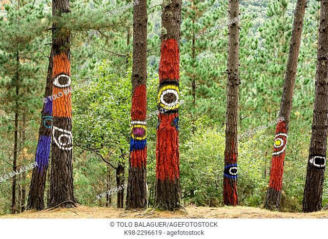 bosque de Oma, ojos del pasado y del presente ,1984, Agustin Ibarrola,Kortezubi, Vizcaya, Euzkadi, Spain