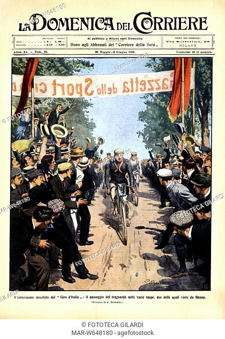 ITALIA 1909 'L'entusiasmo suscitato dal Giro d'Italia'. La gente acclama i ciclisti al traguardo di una tappa. Copertina della Domenica del Corriere illustrata...