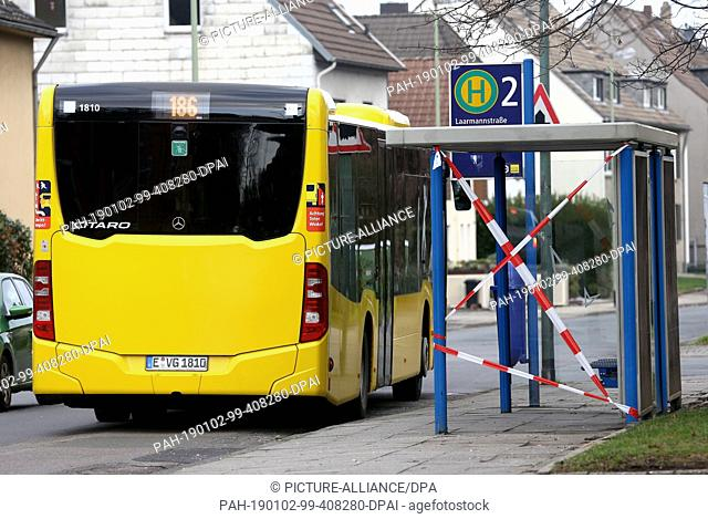02 January 2019, North Rhine-Westphalia, Essen: The bus stop at which a 50-year-old man hit a waiting woman on New Year's Eve is secured with a flutter tape