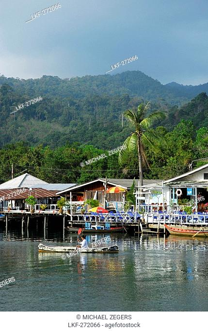 Houses along the Klong Plu river, Klong Prao village, Koh Chang Island, National Park Mu Ko Chang, Trat, Gulf of Thailand, Thailand, Asia