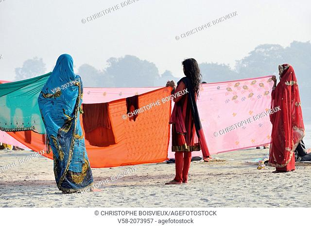 India, Bihar, Sonepur, Women drying sarees on the banks of the Ganges