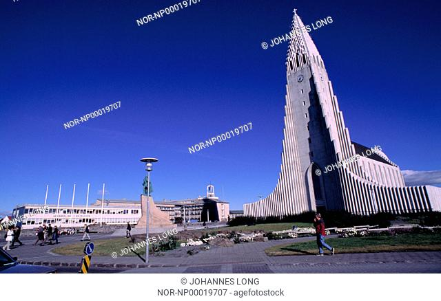 Church Hallgrimskirkja with a sculpture of Leif Eirikson in front of it