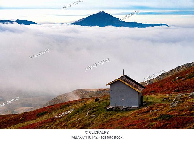 Mount Cimone emerges from the clouds, Corno alle scale, Appennines, Bologna province, Emilia Romagna, Italy, Europe
