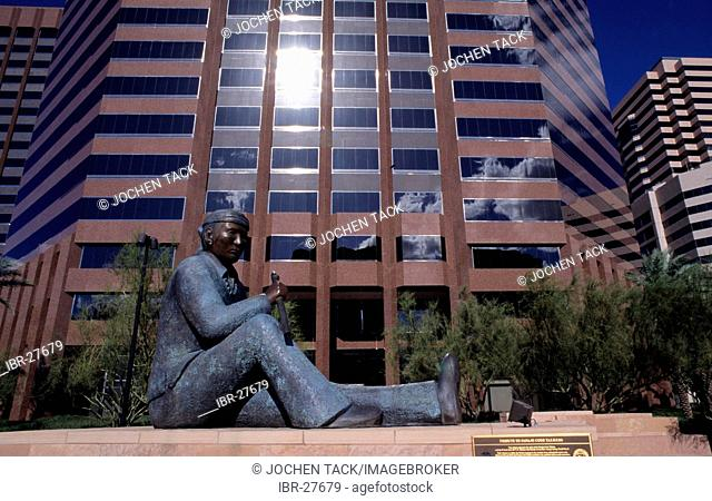 USA, United States of America, Arizona: Indian sculpture in Downtown Phoenix