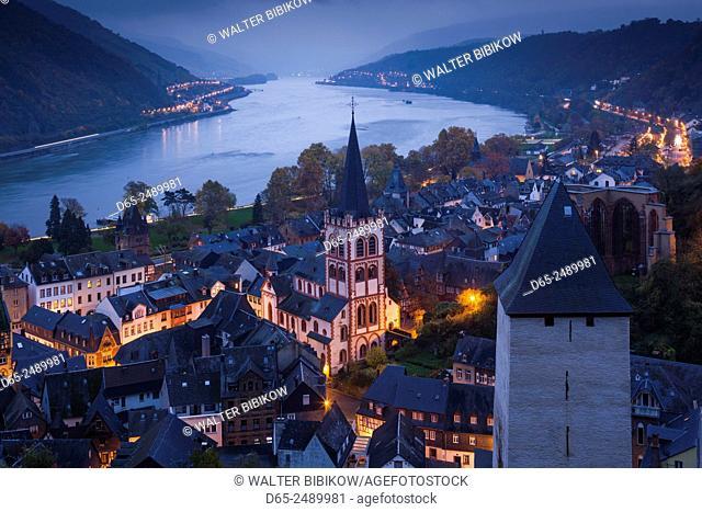 Germany, Rheinland-Pfalz, Bacharach, elevated town view, dusk