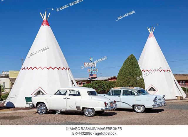 Wigwam Motel, tepees with two vintage cars, Route 66, Holbrook, Arizona, USA
