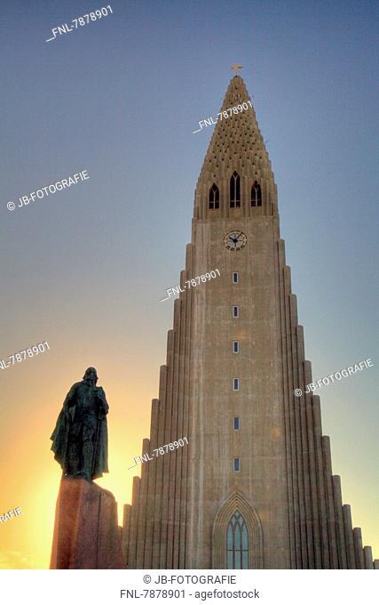 Headline: Statue Leif Eriksson and Hallgrímskirkja, Reykjavik, Iceland, Europe
