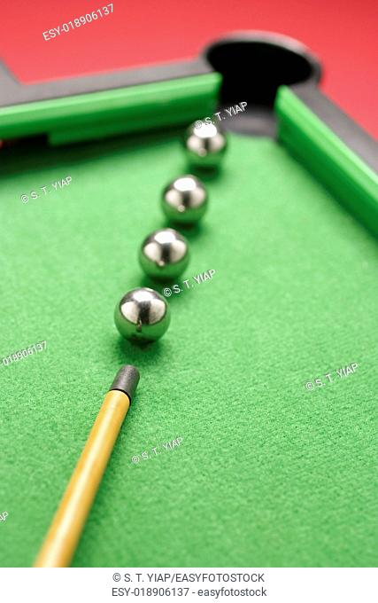 Miniature snooker game