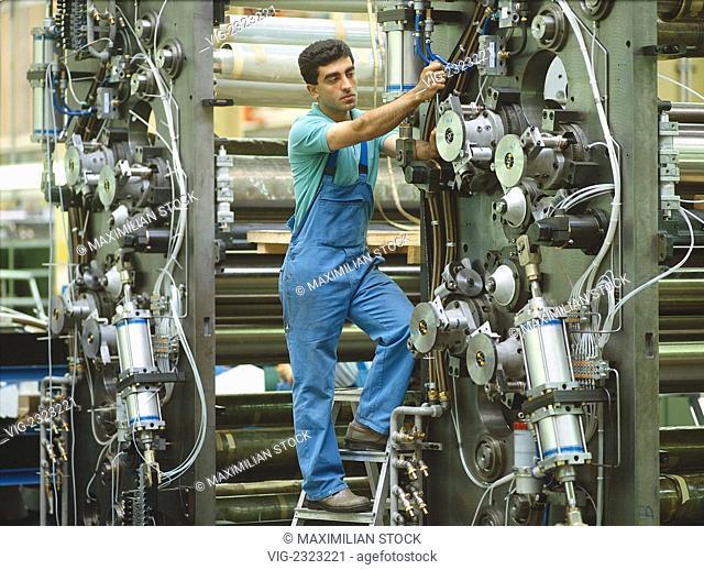 INDUSTRIAL MECHANIC AssEMBLING A PRINTING MACHINE , - 01/01/2010