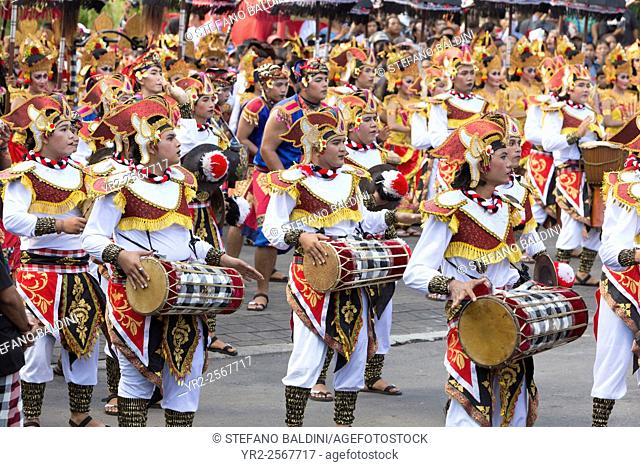 Balinese artists take parts during the opening parade of the 2015 Bali arts festival, Denpasar, Bali, Indonesia