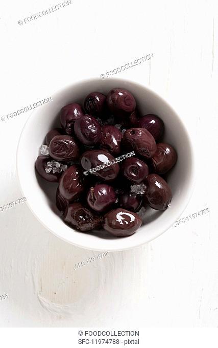 Marmarabirlik olives preserved in salt