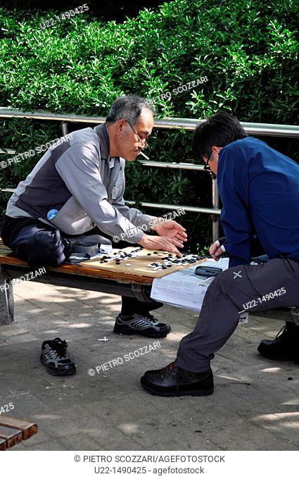 Busan (South Korea): men playing Baduk at Yongdusan Park