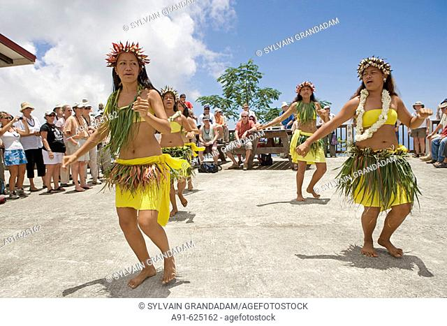 Stopover in Nuku Hiva island, Picnic in the mountain nearTaihoae (main village of the North islands) with dances and musicians