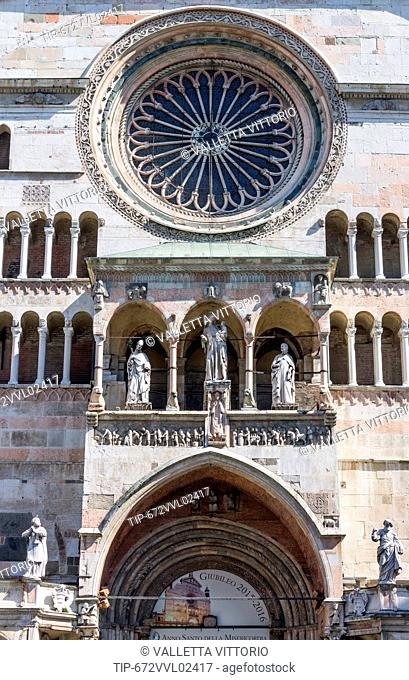 Italy, Lombardy, Cremona, Piazza del Comune, the Duomo detail